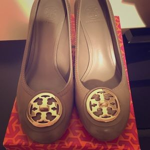 Tory Burch size 10 Selma mid heel pump color musk